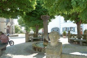 Hermenweiher -Platz 1 in Welschbillig. Kura
