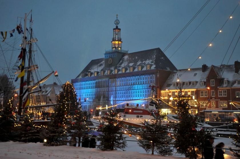 Der Alte Hafen in Emden beherbergt einen Teil des Weihnachtsmarktes