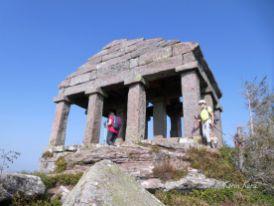 Reisefeder Vogesen Donon Tempel. Kura