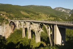 Über die Schlucht: Tara-Brücke