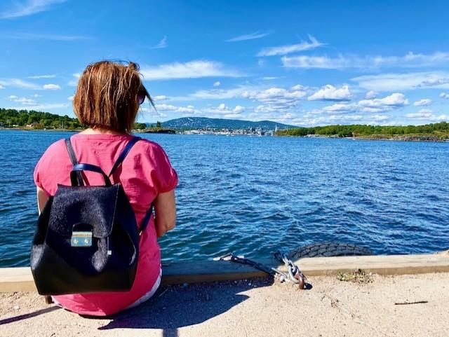 Vente på kaia Torill gressholmen oslofjorden