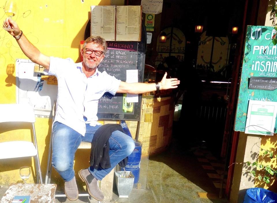 Bernt utenfor Un Caffe i Firenze
