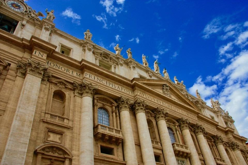 Fasade St peters kirken i Roma