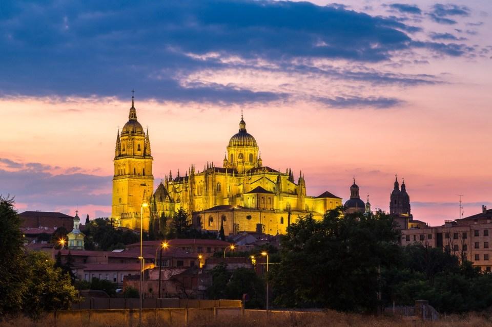 Opplyst katedral i Salamanca