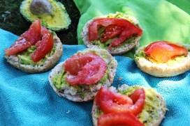 Brötchen-mit-Tomate-Avocado (1024x683)