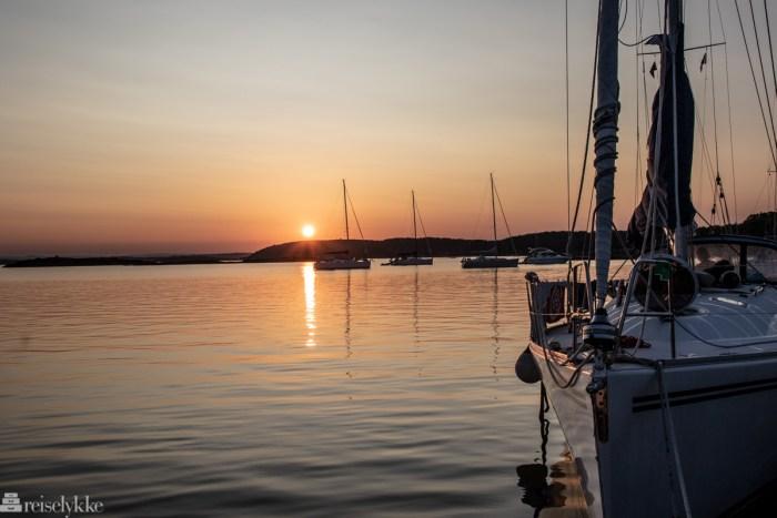 Seilbåt i solnedgang på Bolærne