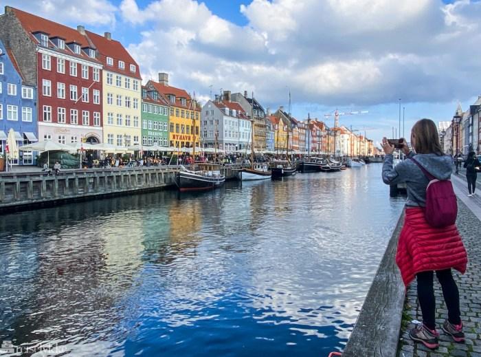 Turist i Nyhavn i København