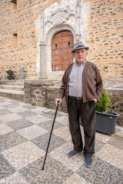 Jeg møtte Francisco (87) i Almonaster la Real, han fortalte stolt om landsbyen sin, der han blant annet har vært med å legge brosteinen