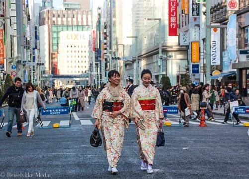 Tokyo - to tradisjonelt kledte japanse kvinner