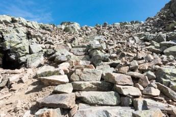 Steintrapper opp mot Prestholtskaret