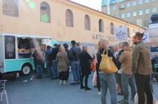 Lang, lang rekke for Umami-burger hos Food Truck