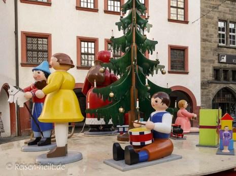 Spieldose mit Drehteller auf dem Weihnachtsmarkt.