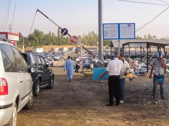 Autokino in Duschanbe, hier werden die Autos verkauft.