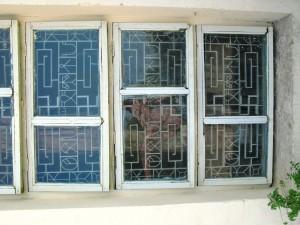 Schrift der Harapper (Lothal) im Fenstergitter