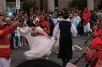 3. Militärkapelle mit Tänzerinnen