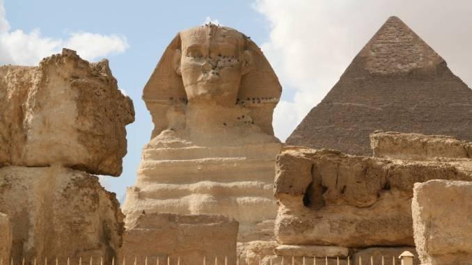 Sphinx und Mykerinus Pyramide