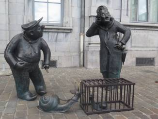 Die Skulpturen in Namur widerspiegeln das ruhige Tempo der Stadt.