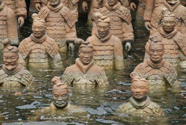 Eine Armee von Terrakotta Soldaten im Bodensee - aber was hat das alles mit einer italienischen Oper zu tun?