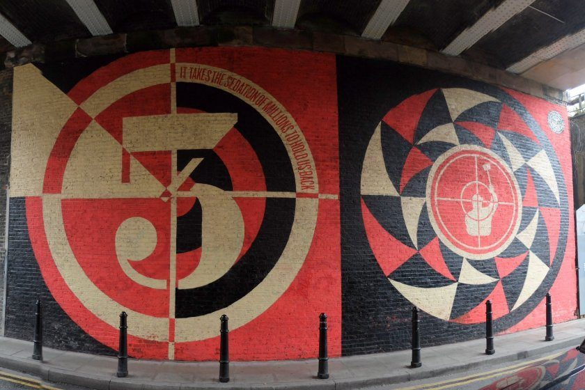 """""""Sedation Of Millions"""" Street Art by Shepard Fairey an der Batemans Row in Shoreditch, London. """"It Takes the Sedation Of Millions To Hold Us Back"""""""