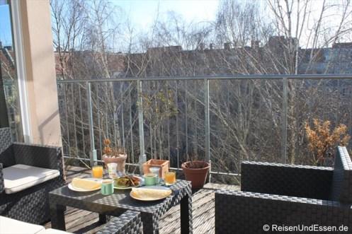 Blick auf die Terrasse unserer Ferienwohnung in Berlin
