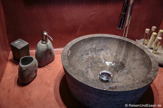 Waschbecken in der White Pearl Villa