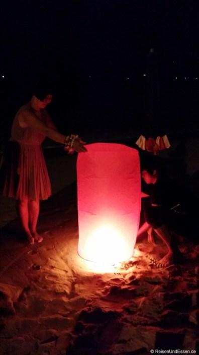 Lampions am Kata Beach an Silvester