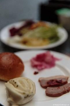 Baozi und Fleischscheibe zum Frühstück