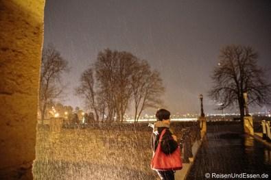 Festung von Belgrad bei Nacht und im Regen