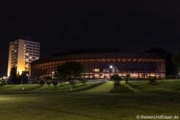 Brucknerhaus und Arcotel Nike Linz bei Nacht