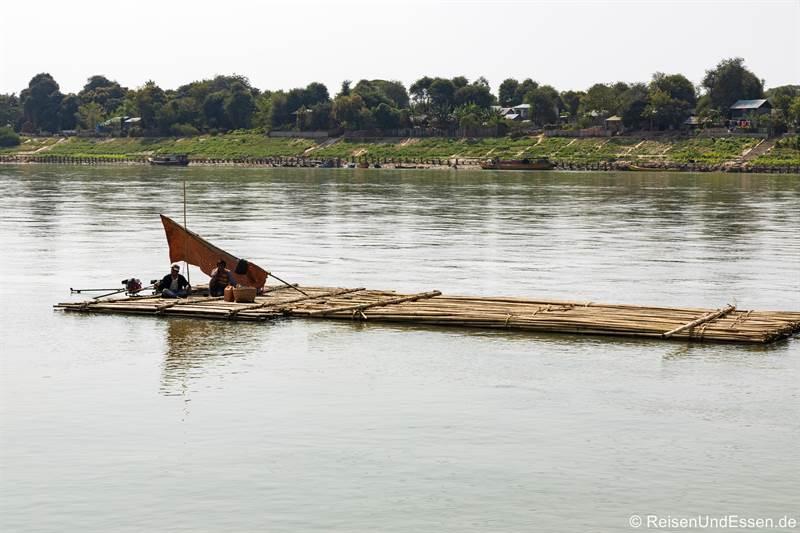 Bambusfloss auf dem Irrawaddy