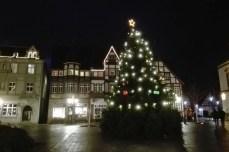 Weihnachtsbaum vor dem Rathaus