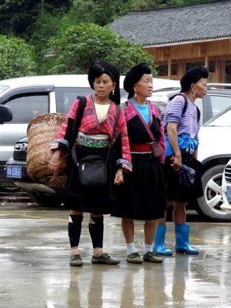Gepäcktägerinnen warten auf Touristen