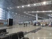 Kontrast zu Indiens Städten - Flughafen sehr sauber