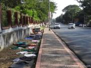 Wäsche trocknen am Straßenrand