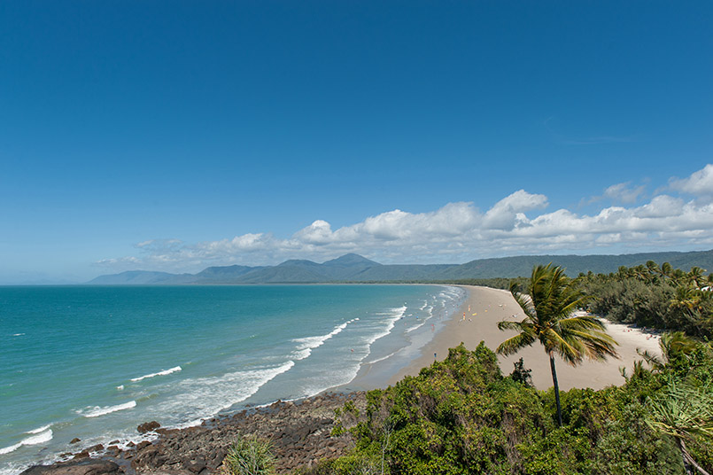 Der Four Mile Beach von Port Douglas