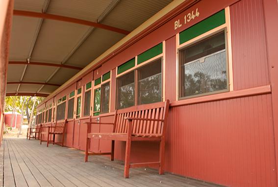 Originelle Unterkünfte: die Eisenbahnwaggons der Undara Lava Tubes