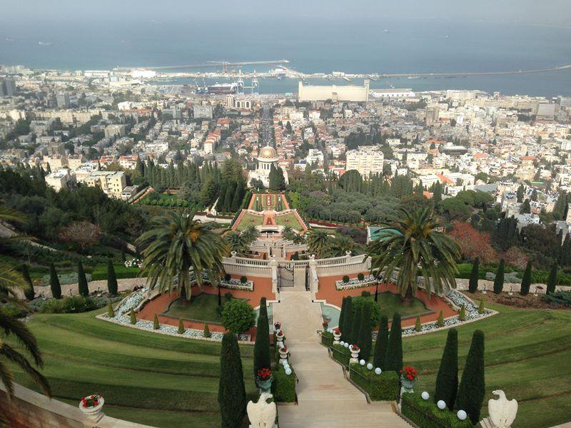 Blick über die Bahai-Gärten auf Haifa