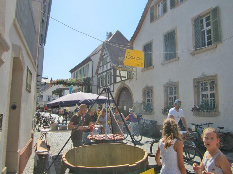 Weinstraße in Forst
