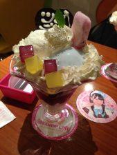 Farbenfroher Eisbecher im Cafe@home