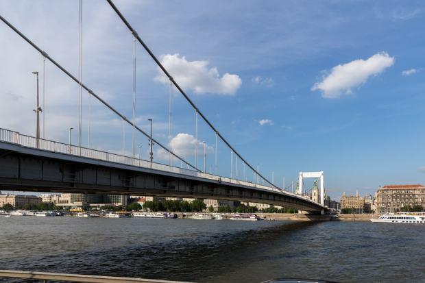 Elisabethbrücke /Erzsebeét híd) Budapest