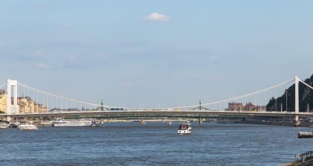 Elisabethbrücke (Erzsébet híd) Budapest, von der Kettenbrücke aus