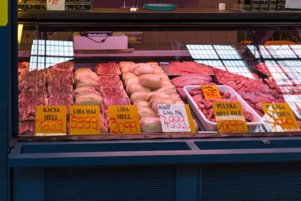 Geflügel in der Markthalle Budapest