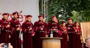Zeremonie auf dem Weinfest Eger