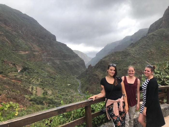 Met mijn roadtrip-vriendinnen bij Barranco de Guayadeque