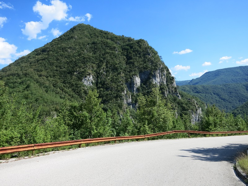 Roadwalk to Neretva