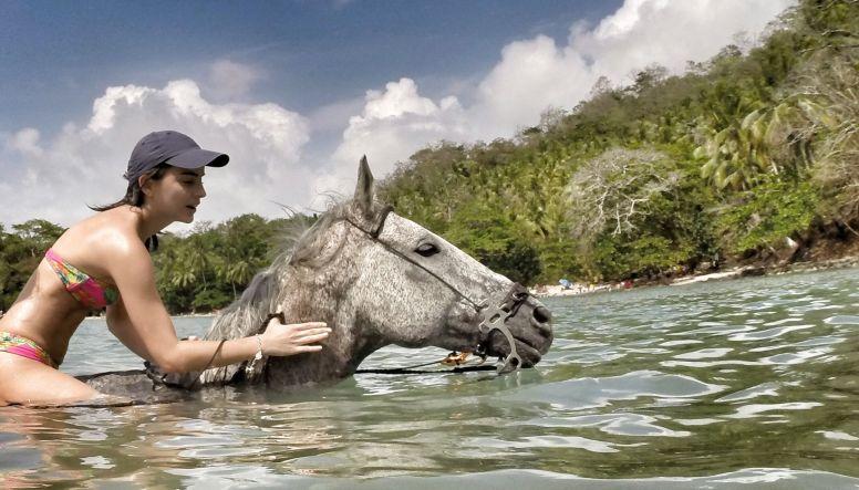 Mit Pferd schwimmen
