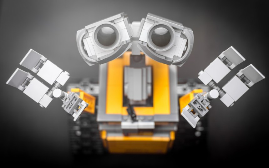 The WALL-E photo with edited eyes