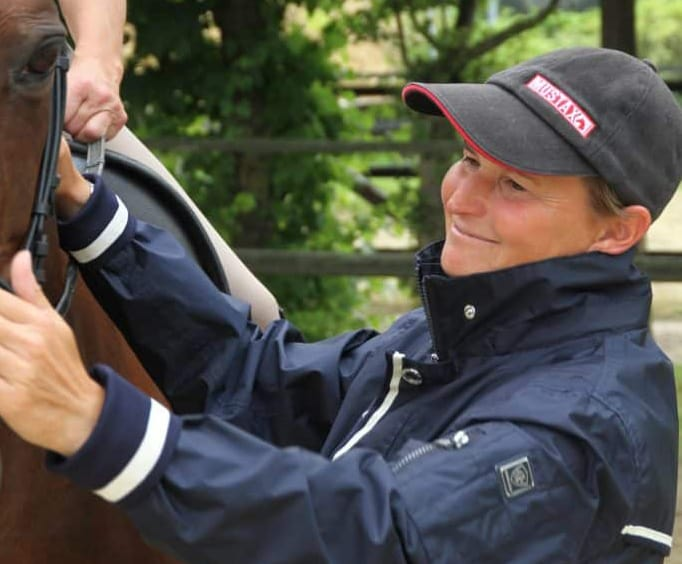 rebecca Golasch REITTV Trainer with horse
