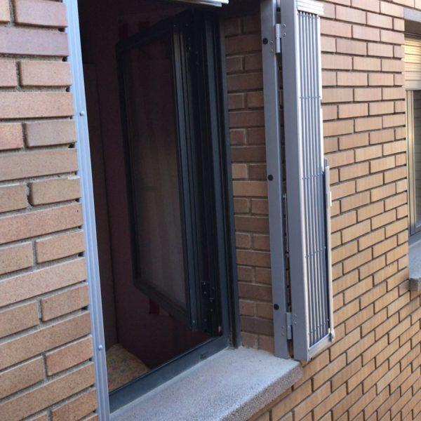 reja de ballesta en ventana en Argentona 1