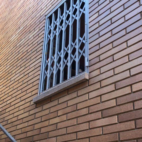 reja de ballesta en ventana en Argentona 3
